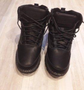 Зимние ботинки( новые)