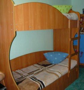 Кровать двухъярусная + 2 матраса