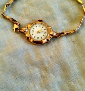 Часы золотые с золотым браслетом