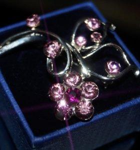 Элитная брошь с камнями сваровски