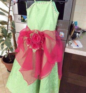 Праздничное платье р.128-134 в пол