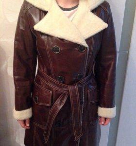 Кожаное пальто на натуральном меху.