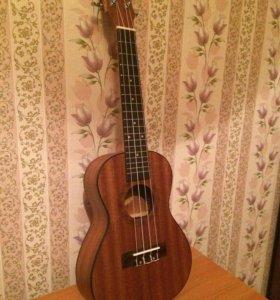 укулеле новая (мини гитара)