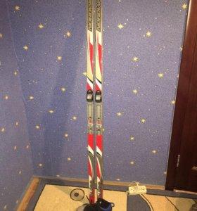 Лыжи с креплениями и ботинки
