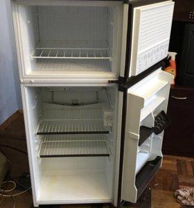 Холодильник Hotpoint Freezer 8326