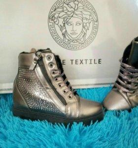 Новые женские ботинки зима