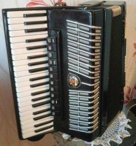 Концертный аккордеон Royal Standard (Германия)