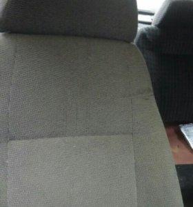 Продаю сидения с Волги 3110 комплект