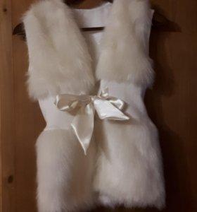 Меховая жилетка для девочки.