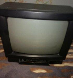 Хороший рабочий телевизор.