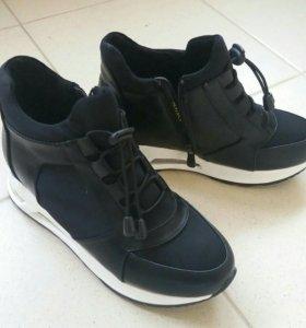 Новые ботинки (кроссовки)