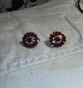 Серьги новые,серебрянные с рубинами.