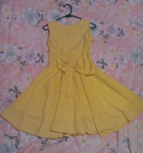Нарядное жёлтое платье