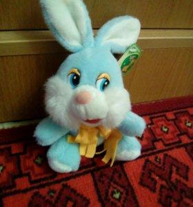 Игрушка- зайчик голубого цвета.