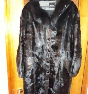 Меховое пальто.