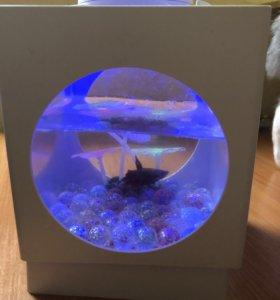Рыбка с аквариумом и подсветкой
