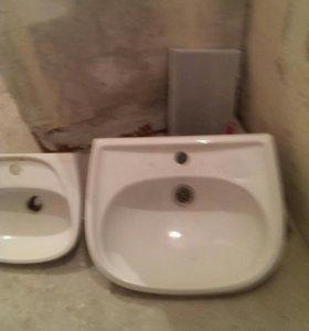 Умывальники в душевую и туалет