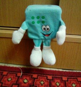 Игрушка- кубик голубого цвета.