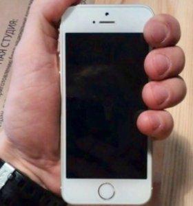 iphone SE 16Gb (silver) белый, чуть больше года...