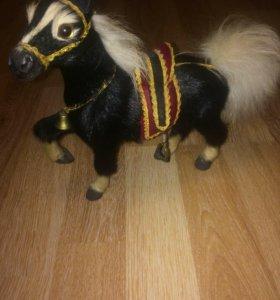 Лошадка из натуральной шерсти