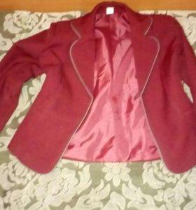 Пиджак школьный для девочки.