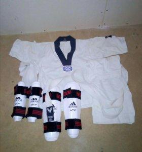 Кимоно и щитки для тхеквандо