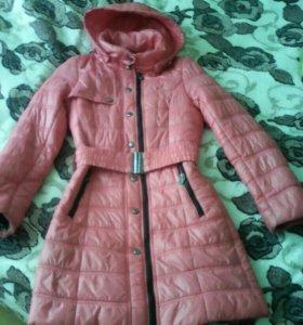 Пальто на девочку 9-11 лет. На весну.