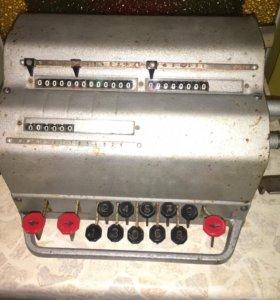 Счетная машинка Арифмометр