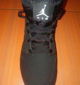 Женские новые кроссовки NAKE 38,5 размер.