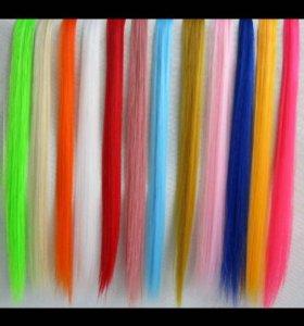 Цветные пряди волос на заколках