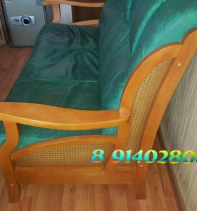 Кожаный диван в комплекте со столом