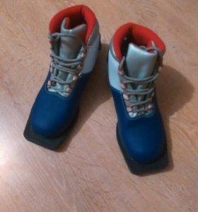 Лыжные ботинки р. 36