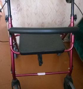 Ходунки на колесах для помощи при ходьбе