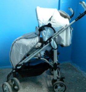 Прогулочная коляска и стол для кормления