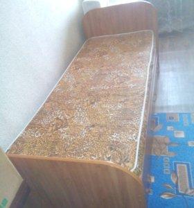 Продам кровать с матрацом