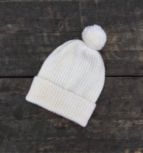 Белая тоненькая шапочка