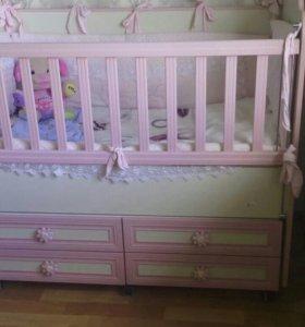 Кроватка маятник и на колесиках для принцессы