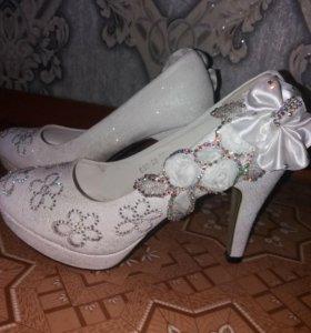 Свадебные туфли в отличном состоянии