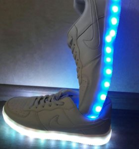 Кроссовки Nike. Новые.