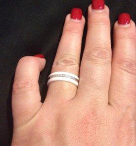 Кольцо керамика с серебро и фианитами новое