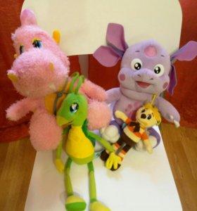 Игрушки Лунтик, Кузя, Шмеленок и Дракоша.