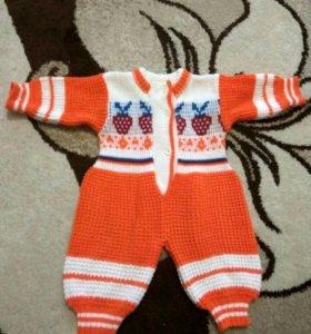 Вязанный теплый костюмчик для девочки
