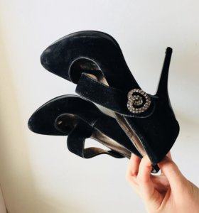 Туфли на каблуке 36р