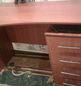 Стол, можно в офис 4 штуки, одинаковые . Торг.