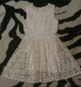 Белое кружевное платьн