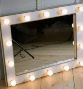 Модное зеркало с лампами