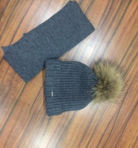 Шапка зимняя и шарф с натуральным бубоном