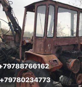Трактор Т16 погрузчик на полном ходу