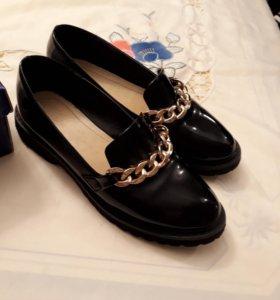 Лоферы туфли  лаковые р. 36