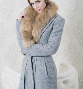 Пальто с натуральным мехом енота. Новое, с бирками